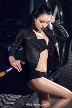 把持不住的性感魅惑尤物elena